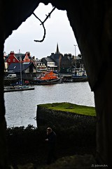 a view though a tree window (s.penman) Tags: tree window water boats town harbour lewis isles stornoway mygearandme