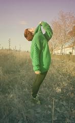 (esther kiras) Tags: verde green lana wool field leaves canon neck hojas ginger boots redhead jersey campo invierno pelirroja botas cuello descampado 400d