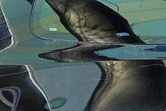 wer fllt den Baum aus Stahl! (raumoberbayern) Tags: auto reflection car munich mnchen dof bokeh mast hack spiegelung reflektion robbbilder urbanfragments kerbe stahlbaum treeofsteel