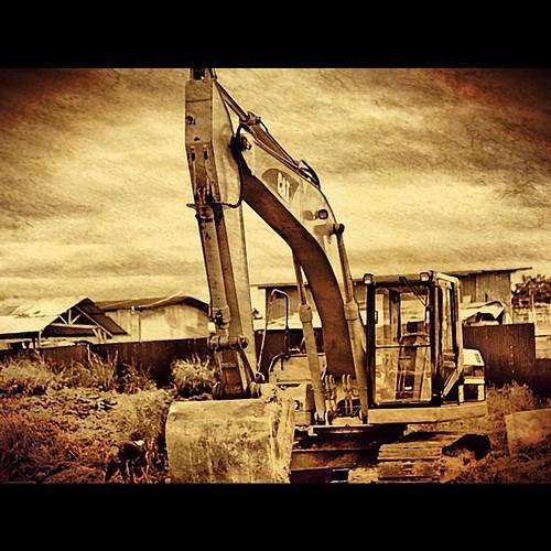 Mesin Keruk Tanah #pimpmyphoto courtesy of @agatha474_gi member of #iphonesia #instago #474pimp