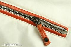 Detalhe de zper aplicado em couro (Manequim) Tags: tecido aviamentos couro