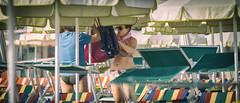 Shooting (www.darnoc.fr) Tags: mer photoshop canon eos vacances soleil shoot candid femme sable t 70300mm rue plage italie gens lightroom adriatique 6d 70300 lesgens ef70300mmf456isusm eos6d