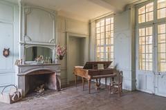 Musique Chatelaine (florent_devauchel) Tags: old castle abandoned decay piano abandon chateau exploration abandonned oldplace urbex abandonn explorationurbaine chateaumartinpecheur