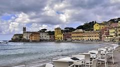 are you ready for a happy hour in the bay ? (miriam ulivi) Tags: people italia mare liguria case cielo baiadelsilenzio sestrilevante tavolini nikond7200 miriamulivi