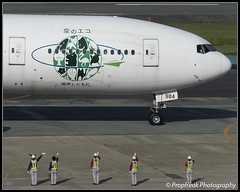 JA8984 / FUK 05.05.2016 (propfreak) Tags: boeing fukuoka jal japanairlines fuk ja8984 rjff b777200 b777246 propfreak ecojetgreen