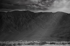 The wall (Humberto Rivera Ruiz) Tags: light blackandwhite naturaleza mountain luz nature clouds landscape desert magic paisaje desierto montaas magia