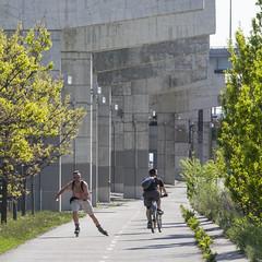 Bike trail by Gardiner (jer1961) Tags: toronto cycling support cyclist skating gardiner inlineskating gardinerexpressway biketrail concretesupport highwaysupport