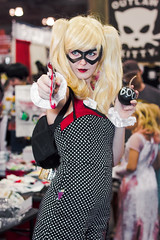 PHXCC 2016 - Sunday_0010 (Florentino Luna) Tags: phoenix arizona comicon phxcc phxcc2016 pcc convention center cosplay costume canon t5 1200d 50mm ef50mm f18 f18ii people portrait comic book character dc comics marvel eos rebel sunday harley quinn the joker bang phoenixcomicon phoenixcomicon2016 pcc2016