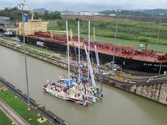 """Canal de Panama: un autre bateau attend pour passer dans l'autre voie de navigation <a style=""""margin-left:10px; font-size:0.8em;"""" href=""""http://www.flickr.com/photos/127723101@N04/27333893915/"""" target=""""_blank"""">@flickr</a>"""