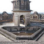 "Roof of Lakshmi Narayan Mandir <a style=""margin-left:10px; font-size:0.8em;"" href=""http://www.flickr.com/photos/14315427@N00/6776560174/"" target=""_blank"">@flickr</a>"
