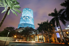 MIAMI NIGHTIME (Rober1000x) Tags: light tower night downtown colours florida miami metrorail miamiriver centrusttower