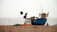 waiting for the tide (OliBac) Tags: beach boat suffolk tide pebble northsea bateau plage aldeburgh pebbly merdunord pche angling galet mare olibac canoneos500d mmxii