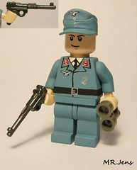 Luftwaffe Officer WWII LEGO (MR. Jens) Tags: world two germany war lego wwii german ww2 artillery 18 88 36 officer 08 lak lange luger pistole