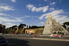"Piramide Cestia • <a style=""font-size:0.8em;"" href=""http://www.flickr.com/photos/89679026@N00/6847466834/"" target=""_blank"">View on Flickr</a>"