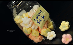 Sweety 4you (Barbara Fi@re) Tags: candy rosa giallo marshmallows zucchero micronikkor105mm fiorellini 4metoo