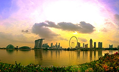 Singapore Cityscape (RnD.de.Portraits) Tags: city sunset sky panorama building landscape singapore hdr mbs gardensbythebay singaporeflyer marinabaysands bestcapturesaoi touristdestinationinsingapore rnddeportraits whattovisitinsingapore