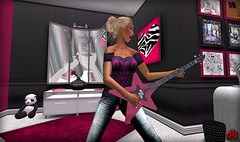 Dirty Boxes Rockstar! (Taeja Diaz) Tags: cute bedroom glamour teen secondlife animations rp skybox roleplay slshopping dirtyboxes
