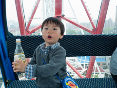@ Shanghai Ferris Wheel (Le Petit King) Tags: china birthday chris portrait baby asia shanghai    2012 jinjiangpark     jinjiangactionpark minhangdistrict shanghaiferriswheel 20120416