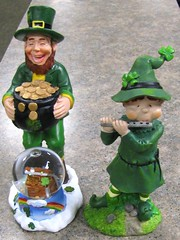 MAY THE LILT OF IRISH LAUGHTER..... (Daisy.Sue) Tags: ceramic handpainted shamrocks stpatricksday leprechauns potofgold irishblessing silverflute chestofgold winter20112012 greensgoldblack