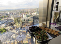 Vertigo 42 (Rodents rule) Tags: london glass bar alcohol wineglass tower42 vertigo42 prosecco