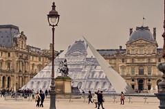 Paris Juin 2016 - 100 JR a fait disparatre la pyramide duLouvre (paspog) Tags: paris france louvre jr pyramide pyramidedulouvre
