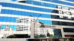 espelho, espelho meu... (luyunes) Tags: arquitetura riodejaneiro prdio edifcio modernidade motomaxx luciayunes