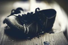 Memories. (Grf f the Pp [@Grfbd]) Tags: wood bench shoes bokeh