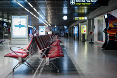 Lost In Terminal - Cruisin' USA (Fabrice Drevon) Tags: red woman usa white game bench advertising 50mm video nice chair nikon colorful empty balloon arcade flight perspective cap cruisin strike delayed ferrat aiport d800 d700 fabricedrevon