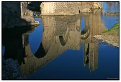 El pont dels jueus reflexat, Besalú (Jessður Águstson) Tags: bridge españa canon puente spain catalonia pont catalunya romanesque middleages cataluña pyrenees romanic eos20d romanico garrotxa besalu pirineos pirineus efs1855 espanya elsenyordelsbertins gironaprovincia bcin pontdelsjueus catalunyamedieval catalunyaromanica puentedelosjudios