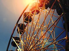 ferris wheel in the sun (thegoreyend) Tags: fun bokeh lensflare ferriswheel grainy elementsorganizer