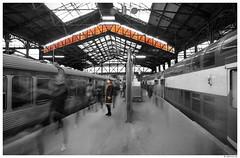 Les passants de Saint-Lazare #4 (AKfoto.fr) Tags: blue saintlazare metro saintaugustin 550d tamron175028