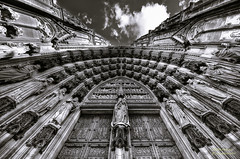 Cologne Cathedral bw (mlphoto) Tags: door sky blackandwhite bw cloud statue architecture clouds flickr cathedral pentax dom cologne himmel wolke wolken sigma wideangle kln symmetry explore architektur sw 8mm tr hdr klnerdom colognecathedral weitwinkel symmetrie schwarzweis k20d pentaxk20d mlphoto sigma816 mlphoto markuslandsmannzenfoliocom