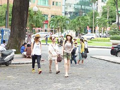 japaness tourist (hanoitouronline) Tags: halongbaytours traveltohanoi bookflightticket sapatrekkingtours booktrainticket hanoitoursinformation halongbayonalovacruises ninhbinhecotours hanoionedaytours halongbayonedaytours vietnamhoneymoontours hanoigolftours hanoivillagestours rentthecars