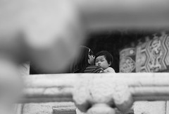 [Childhood] Hug (Pommezed) Tags: china blackandwhite bw baby love childhood temple hug pentax chinese beijing mother nb amour   maman  blanc bb chine  calin mre chinesepeople pkin  templeduciel chinesebaby laobaixing  k200d pommezed