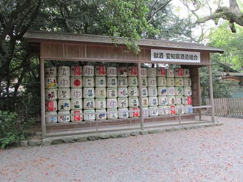 Offrande de saké, temple Jingu-Mae, Nagoya, Japon