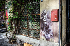 Mann mit Anzug, Hut und Fliege (JuliSonne) Tags: street urban streetart berlin pasteup colors wall graffiti stencil scene hut mann mauer fliege anzug urbanekunst