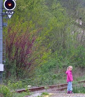 Bambina alla stazione
