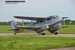 De-Havilland Dragon Rapide Duxford Airfield Classic Wings (bananamanuk79) Tags: classic vintage airport dragon wwii retro queen duxford rare airfield gipsy dehavilland imperialwarmuseum rapide vintageplane dragonrapide egine gaiyr hg691 iolar classicwings