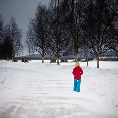 Woman walking in Lapland (Zeeyolq Photography) Tags: winter woman snow cold finland walking rovaniemi lapland finlande laponie