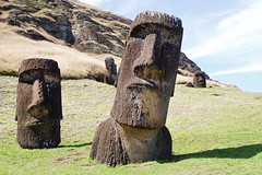 Isla de Pascua / Rapa Nui / Chile (Leon Calquin) Tags: chile travel santiago easter de island flickr photos pascua viajes leon fotos catalog diseo isla videos catalogo hanga roa moais nui rapa calquin leoncalquin quincal