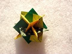 5 Intersecting Squares, Mark Leonard (Aneta_a) Tags: snow green yellow square origami leonard planar modularorigami markleonard