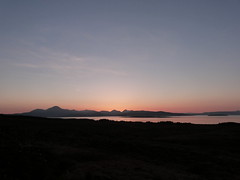 An Cuiltheann (Mrtainn) Tags: sunset skye scotland highlands zonsondergang tramonto sonnenuntergang isleofskye alba escocia naplemente cuillins alban szkocja coucherdesoleil esccia solnedgang schottland crepsculo solnedgng schotland puestadelsol ecosse gnbatm solpor auringonlasku scozia skottland skotlanti skotland zachdsoca kuzhheol broskos sunsubiro slsetur zpad esccia anteileansgitheanach skcia  albain saulriets  ilunsenti  iskoya   gidhealtachd alltanavaig ancuiltheann eileansgitheanach scoia  adolfodhanagrine machludhau