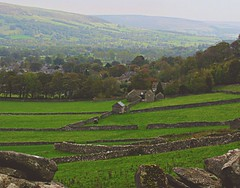 Nestled in the Hope valley (Dazzygidds) Tags: trees derbyshire nationaltrust drystonewalls darkpeak peakdistrictnationalpark castleton winnatspass hopevalley nestled peverilcastle farreaching