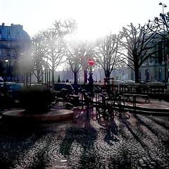 Place de la colonnade du Louvre (Giulia_) Tags: paris france plante soleil place louvre pierre ombre moto bicyclette signal arbre contrejour colonnade pav fv12