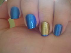 Filha única e francesinha. (Stefany Alcarde) Tags: azul dourado unha esmalte francesinha