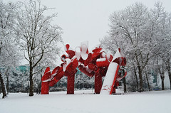 Seattle_snow_sculpture (chiang_benjamin) Tags: trees winter snow redsculpture seattlewashingtonstatewa
