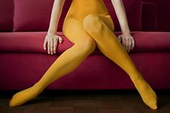 no need to know (quadratiges) Tags: pink portrait people woman feet girl yellow digital jaune canon hands legs femme tights couch sofa gelb 5d bella frau pieds mains jambes beine hände markii strumpfhose artlibre artlibrewinner artlibres füse
