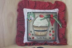Sachet de cheirinho (ceciliamezzomo) Tags: stitch handmade pillow cupcake patchwork almofada sachet bordado ach