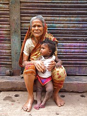 Old lady with child (Zudzowne) Tags: woman girl child olympus oldwoman dhaka bangladesh e30 olddhaka zudzowne patrickbeintema
