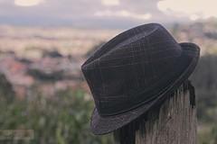 Traveling!! (pguambana) Tags: hat de 50mm campo sombrero elegancia profundidad depthofield